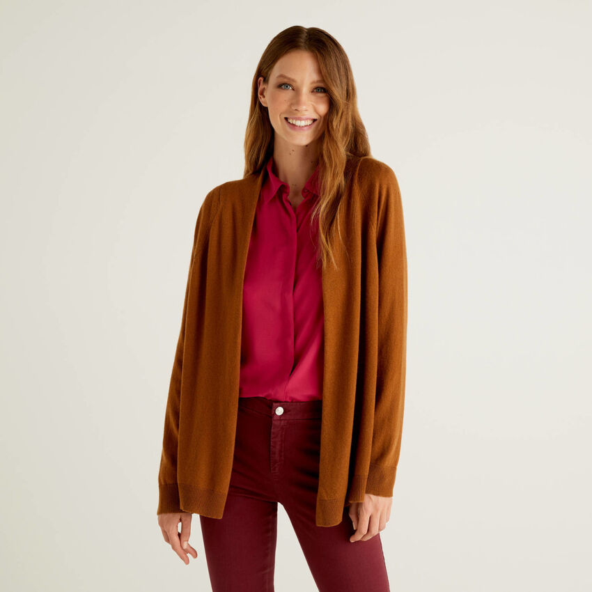 Brown cardigan with pleat on the back
