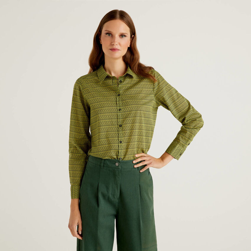 Green patterned shirt in 100% cotton