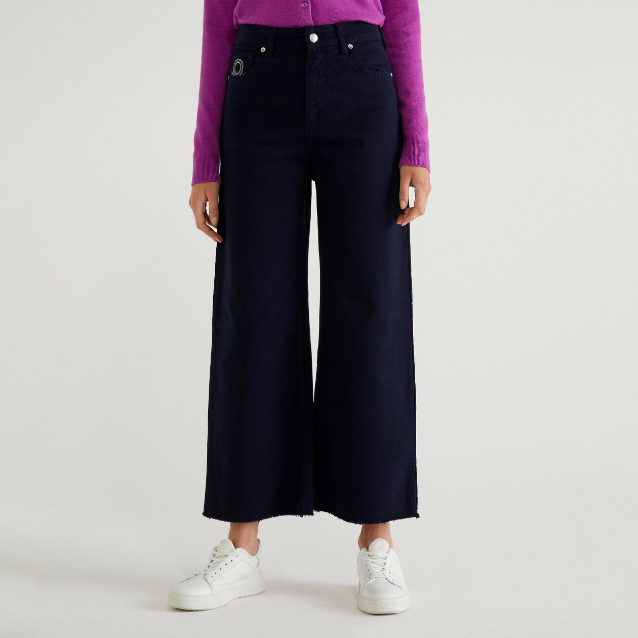Frayed cropped pants