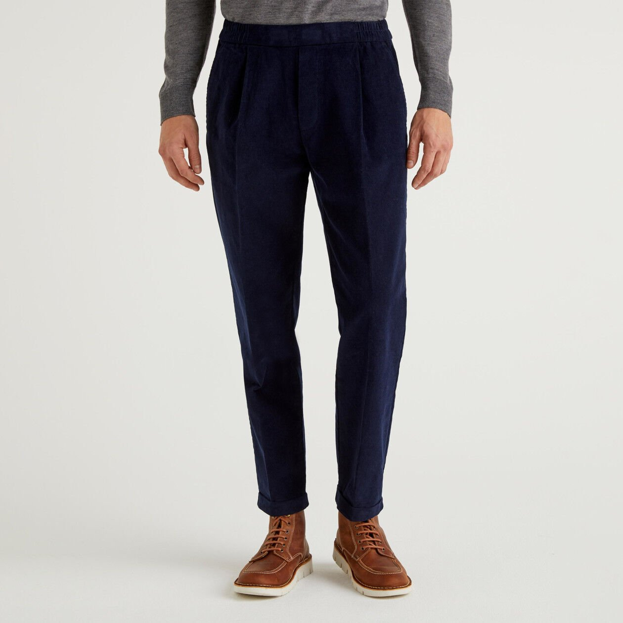 Trousers in velvet with cuff