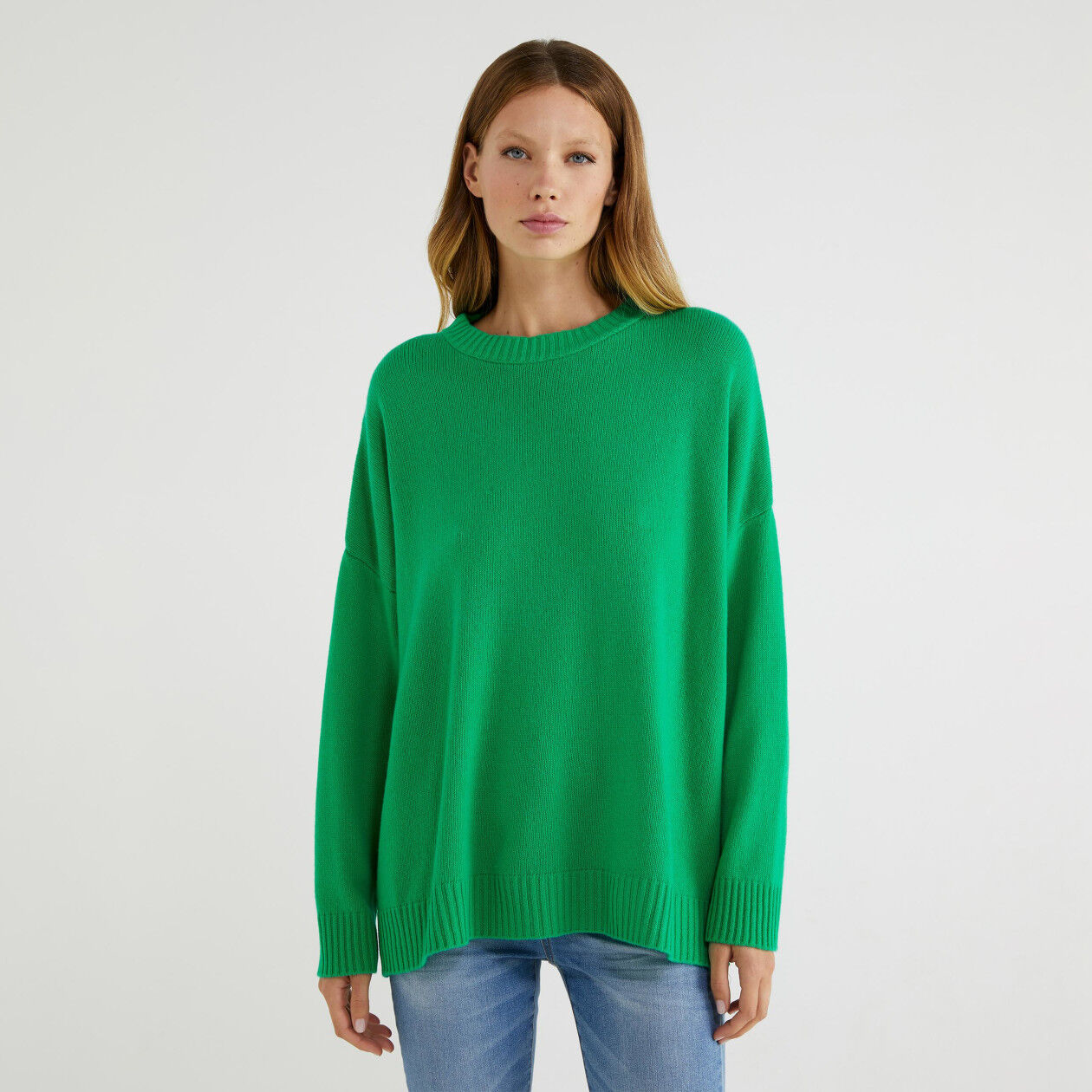 Loose sweater with slits