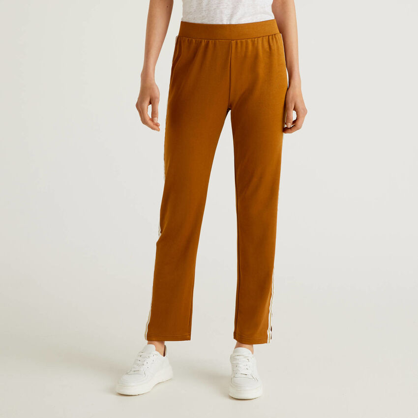 Trousers with clashing stripe