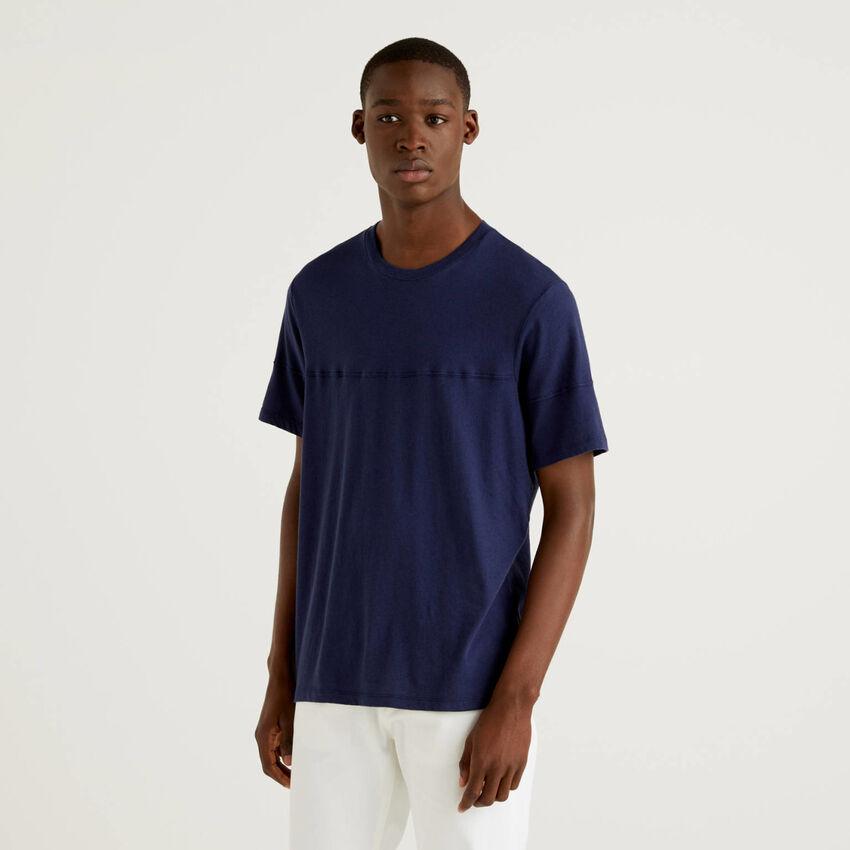 Solid color t-shirt in linen blend