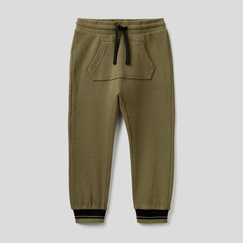 Sweatpants with kangaroo pocket