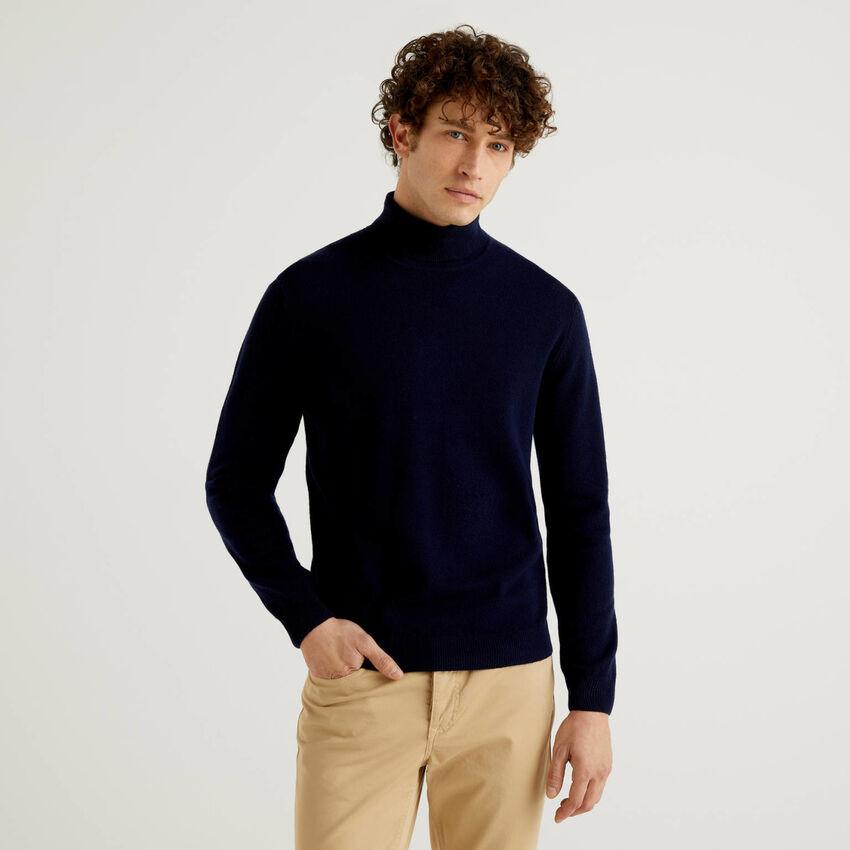 Dark blue turtleneck in pure virgin wool