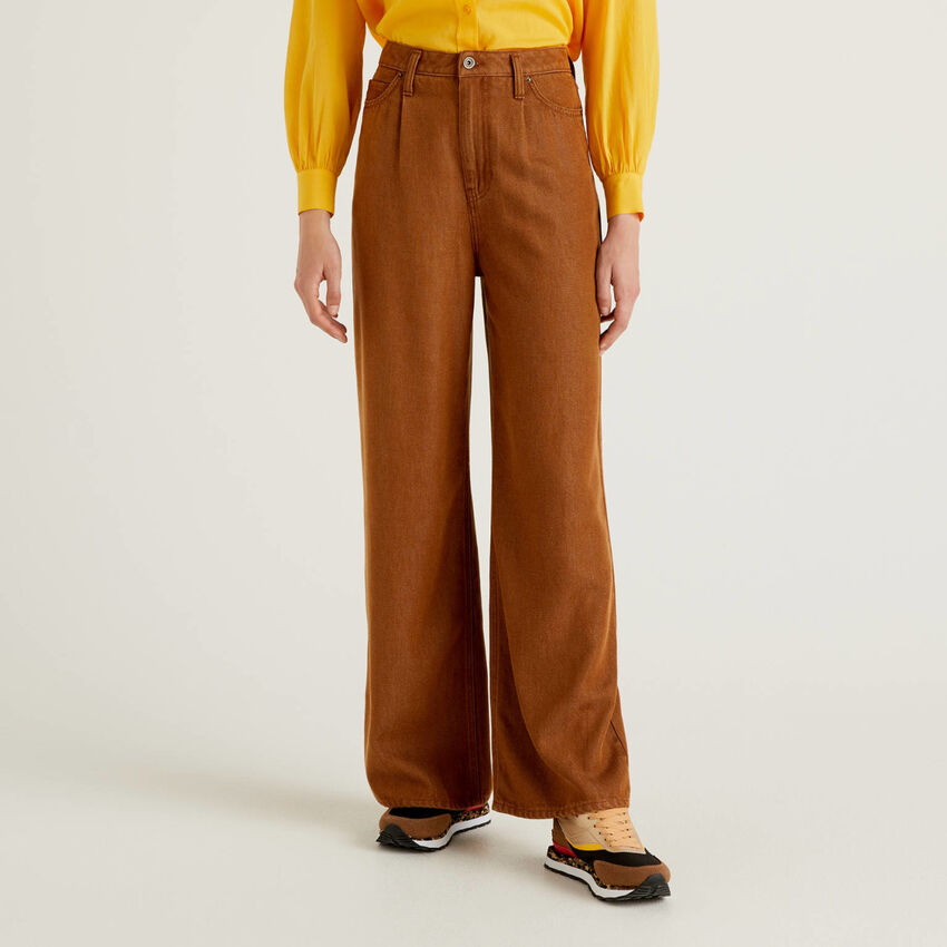 Wide leg trousers in natural fabric