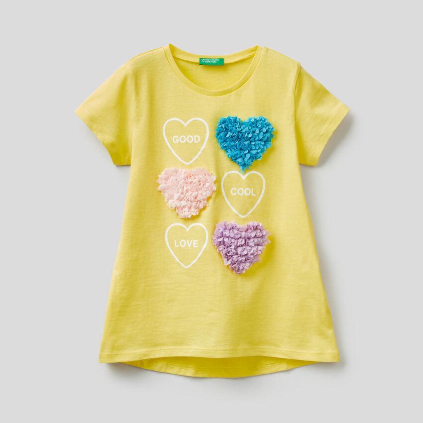 T-shirt with petal applique