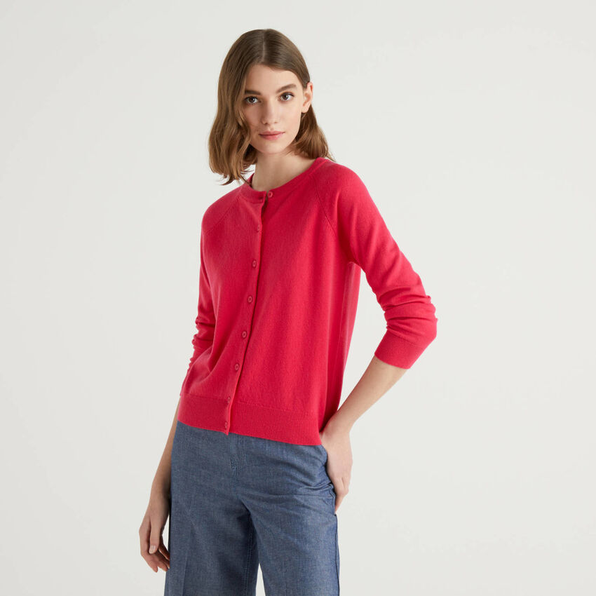 Fuchsia crew neck cardigan in cashmere and wool blend