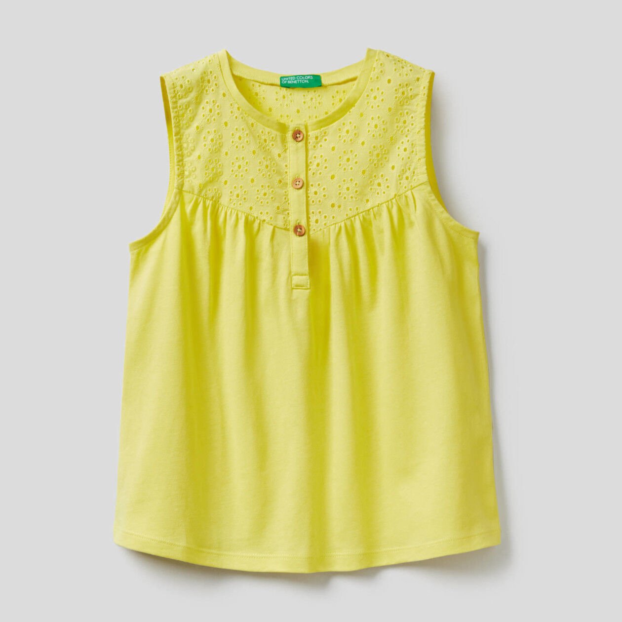 Sleeveless blouse in 100% cotton