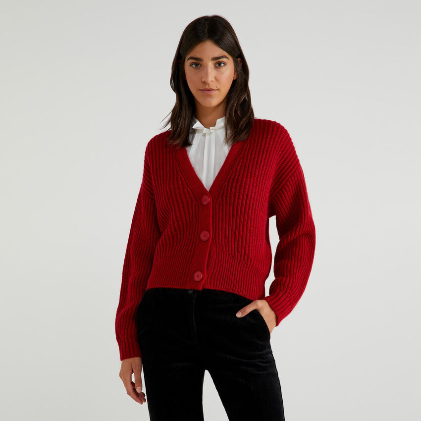 V-neck cardigan with buttons