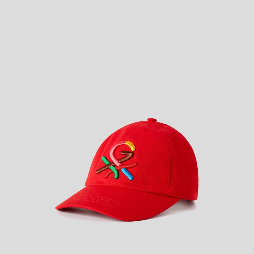 Red hat with embroidered logo by Ghali