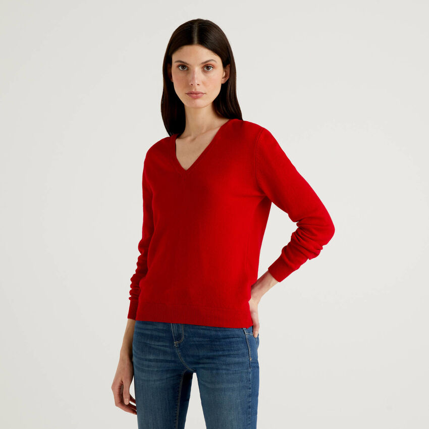 Red V-neck sweater in pure virgin wool