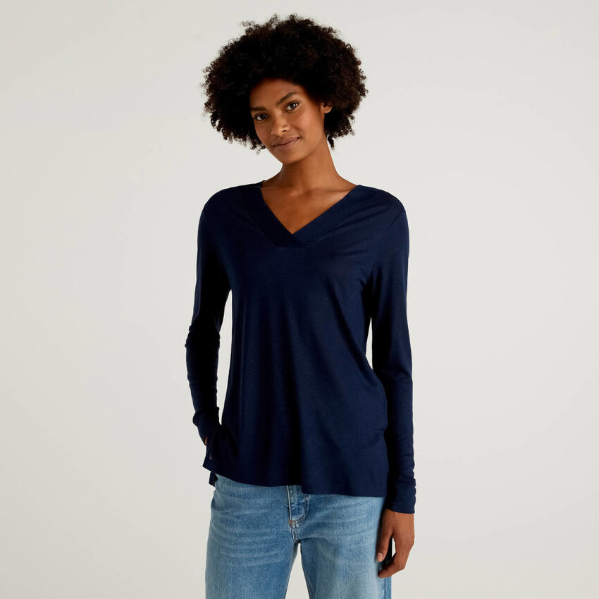 V-neck t-shirt in viscose and wool