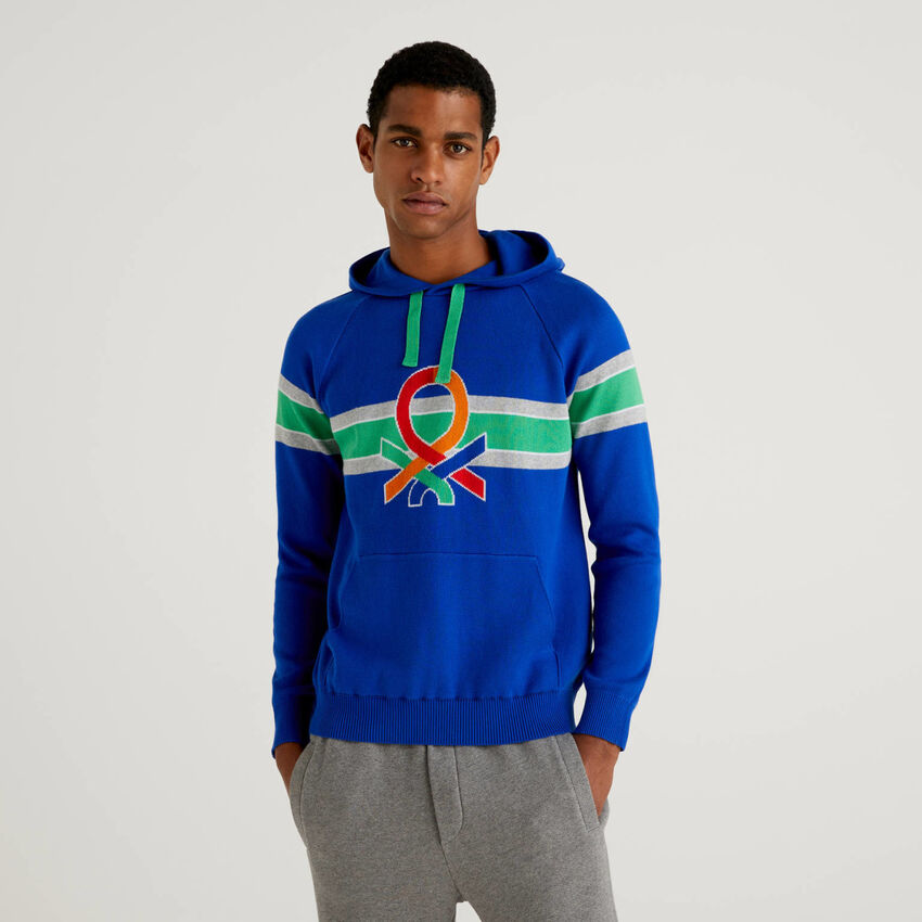 Sweater with hood and multicolor logo