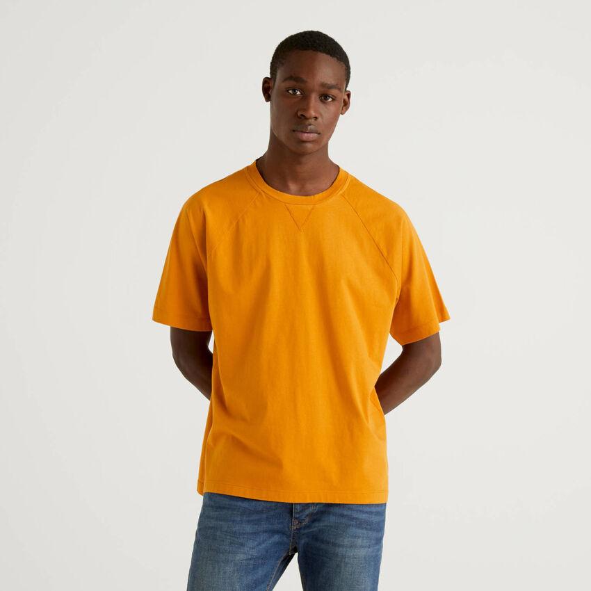 Raglan sleeve t-shirt in 100% cotton